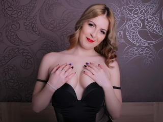 JadeFamous - Sexy live show with sex cam on XloveCam®