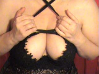 RoseMichelle - Chat cam sexy with this shaved intimate parts Attractive woman