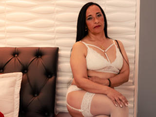 Mannuelaa - Live chat xXx with a beefy Sexy mother