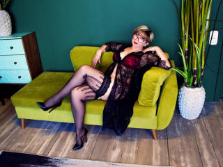 BlondSexyMature - Show live hard with this shaved intimate parts Lady over 35