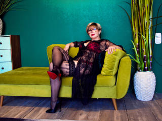 BlondSexyMature - chat online sexy with this golden hair Sexy mother