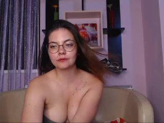 ElizabethKeen - Chat hot with a White College hotties