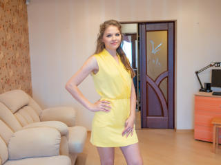 LinaLyrical - Cam nude with this shaved private part Girl