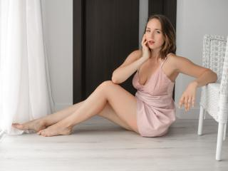 NiliaFlower - Show live xXx with this slender build Young lady