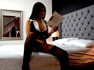 EmmaSimpson - Webcam live hard with a latin american X young and sexy lady