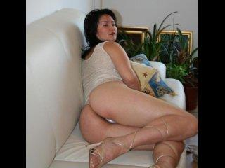 Miracole - Chat live nude with a Lady over 35 with average boobs