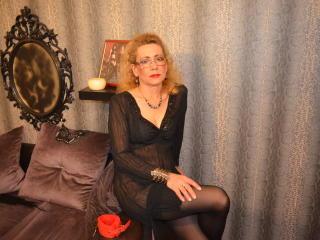 Photo de profil sexy du modèle DomixMature, pour un live show webcam très hot !