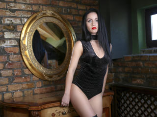 SuzanneX - Live chat exciting with this black hair Hot babe