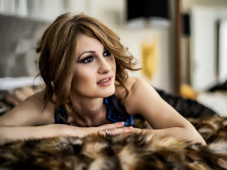 MsEvaDivine - Live cam hot with a chocolate like hair Gorgeous lady