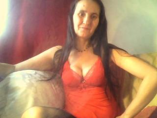 Photo de profil sexy du modèle GinaChaude, pour un live show webcam très hot !