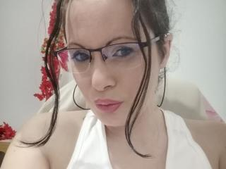 Foto van het sexy profiel van model ChaudeAlexya, voor een zeer geile live webcam show!