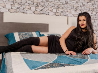 Photo de profil sexy du modèle LaatinaAngel, pour un live show webcam très hot !