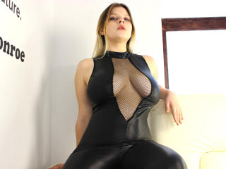 Picture of the sexy profile of AuroraVi, for a very hot webcam live show !