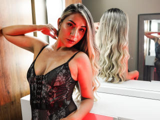 Picture of the sexy profile of LenaRose, for a very hot webcam live show !