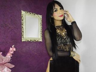 Poza sexy de profil a modelului MikeyllaFox, pentru un intens show webcam live !