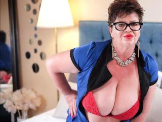 Фото секси-профайла модели YourLadyForeverr, веб-камера которой снимает очень горячие шоу в режиме реального времени!
