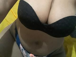 Photo de profil sexy du modèle GirlXSquirt, pour un live show webcam très hot !