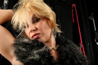 Photo de profil sexy du modèle AliceTheMistress, pour un live show webcam très hot !