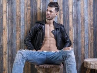 Foto de perfil sexy do modelo DaemonAce, para um live show muito quente!