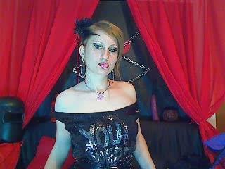 Photo de profil sexy du modèle Blondemaya, pour un live show webcam très hot !