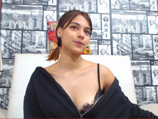 Picture of the sexy profile of GenesisFoxy, for a very hot webcam live show !