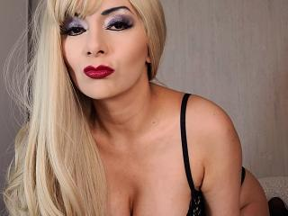 Picture of the sexy profile of Sissi, for a very hot webcam live show !
