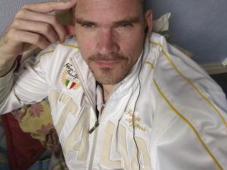 Photo de profil sexy du modèle ChaleurX, pour un live show webcam très hot !