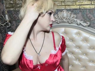 Bild på den sexiga profilen av StrangerKarry för en väldigt het liveshow i webbkameran!