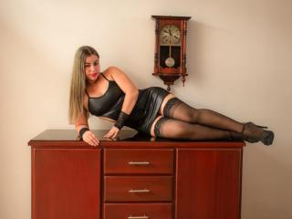 Sexet profilfoto af model SweetSora, til meget hot live show webcam!