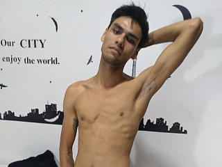 ChrisDiaz - Cam sexy with this charcoal hair Men sexually attracted to the same sex