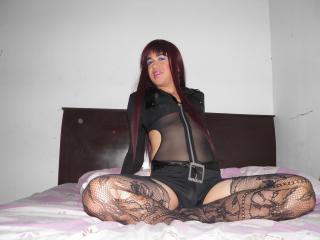 Photo de profil sexy du modèle YeseniaTS, pour un live show webcam très hot !