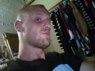 Photo de profil sexy du modèle AdamX, pour un live show webcam très hot !