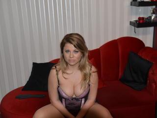 Photo de profil sexy du modèle DomixErika, pour un live show webcam très hot !