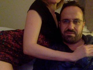 Foto de perfil sexy de la modelo LolaAndTiti, ¡disfruta de un show webcam muy caliente!